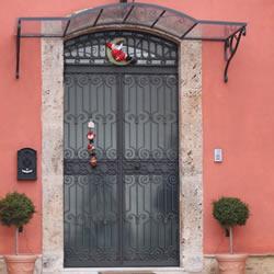 Cancelli in ferro battuto ringhiere e passamano - Protezione per finestre ...